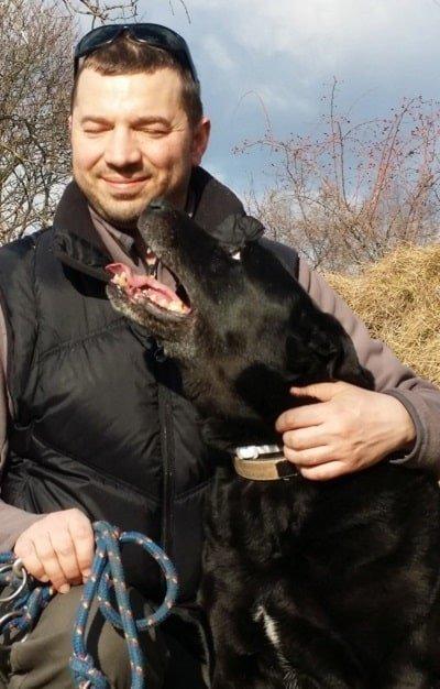 cane e padrone meticcio
