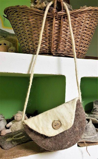 realizzazione del feltro borsetta a tracolla