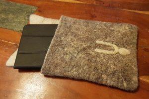 realizzazione del feltro porta tablet